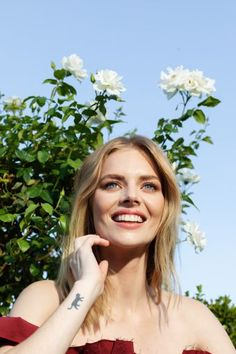 Samara Weaving stars in the year& best horror-comedy Ready or Not as a bride fighting for her life after her wedding. She tells all about it. Samara, Selena Gomez, Netflix Horror, Australian Actors, Scream Queens, Makeup Tips For Beginners, Ulla Johnson, Celebs, Celebrities