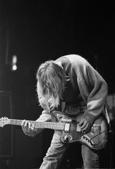 Kurt Cobain, nirvana and grunge rock, black and white, guitar and long hair, concert and band Nirvana Kurt Cobain, Rock Indé, Punk Rock, Rock N Roll, Club 27, Banda Nirvana, Donald Cobain, Smells Like Teen Spirit, We Will Rock You