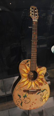 I want a guitar and want it painted just like this!: