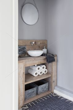 Rustic Bathroom Sinks for 2020 Rustic Chic Bathrooms, Small Bathrooms, Regal Bad, Bathroom Renos, Bathroom Ideas, Master Bathroom, Remodel Bathroom, Simple Bathroom, Bathroom Organization
