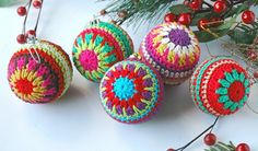 Christmas Crocheted Baubles [FREE Crochet Pattern]
