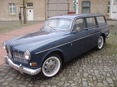 Volvo Amazon estate another damn good car. It's got a neat split tailgate too just like a Range Rover.