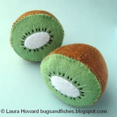 Time for the final project in my felt fruit series: sewing some kiwi fruit halves!  I hope you guys have enjoyed this series - do let me know if you make any felt fruit to decorate your homes! The i