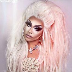 @arielversace by @alexanderjohnphoto #dragqueen #makeup