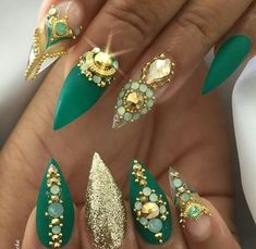 45 Inspirational Stiletto Nails With Rhinestone. Stiletto nails are also known as talon or claw nails. These ultra-pointy nails are cool and sexy. Rhinestone Nails, Bling Nails, Stiletto Nails, Gradient Nails, Holographic Nails, Matte Nails, Coffin Nails, Fabulous Nails, Gorgeous Nails