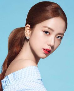 Your source of news on YG's current biggest girl group, BLACKPINK! Please do not edit or remove the logo of any fantakens posted here. Kim Jennie, Blackpink Jisoo, Kpop Girl Groups, Kpop Girls, Black Pink Kpop, Blackpink Members, Blackpink Photos, My Hairstyle, Korean Beauty