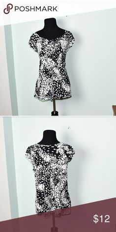 Adorable Black and White Flowy Blouse In excellent condition! Very comfortable, stretchy, and lightweight! Buy 3 items and get 1 free plus 15% off your purchase total! Tops