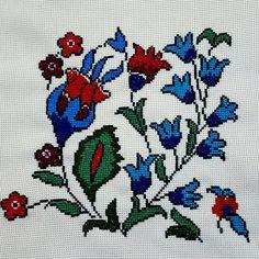 Elh bitti...işlemesi zordu sonuç güzel oldu.. #picoftheday… Cross Stitch Flowers, Cross Stitch Patterns, Cross Stitch Cushion, Persian Rug, Cross Stitching, Hand Embroidery, Diy And Crafts, Weaving, Kids Rugs