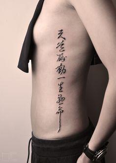 No pain no gain, keep it real. Kanji Tattoo, Z Tattoo, Chic Tattoo, Tricep Tattoos, Leg Tattoos, Body Art Tattoos, Word Tattoos, Cute Tattoos, Tattoos For Guys