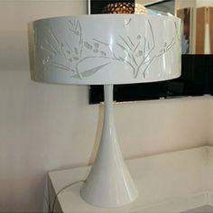 Lámpara sobremesa mod. Nature de Vibia en metal lacado blanco