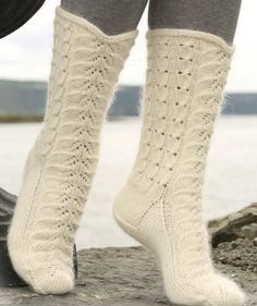 невероятно красивы белые носки с ажурным рисунком