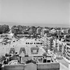 Μια πανοραμική άποψη από την Πλατεία Δικαστηρίων μέχρι την Αριστοτέλους στις αρχές της δεκαετίας του 1960.  Φωτογραφία: Δημήτρης Παπαδήμος