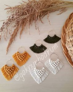 The best ideas Macrame Colar, Macrame Knots, Macrame Jewelry, Fabric Jewelry, Macrame Bracelets, Diy Jewelry, Macrame Earrings Tutorial, Macrame Tutorial, Earring Tutorial