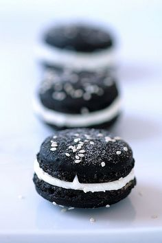 https://flic.kr/p/5D2rLF | Black Tie Macarons | Recipe and story on Tartelette