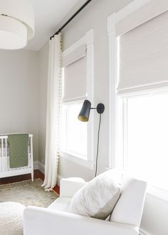 nursery ideas, white nursery ideas, blackout shades, neutral nursery ideas Choosing and buying bamboo shades for our neutral nursery Modern Window Treatments, Window Treatments Living Room, Woven Wood Shades, Bamboo Shades, Bedroom Windows, Living Room Windows, Living Room Blinds, Home Design, Interior Design