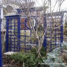 This decorative DIY outdoor privacy screen creates a divider for your deck or patio that is easy to build and looks like gorgeous garden art. Backyard Privacy Screen, Privacy Trellis, Garden Privacy, Outdoor Privacy Screens, Garden Trellis, Backyard Shade, Backyard Pergola, Shade Garden, Pergola Ideas