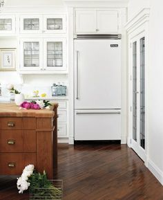 shiny white fridge with stainless steel handle... yes!