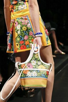 70's Florals. Fashion trends.