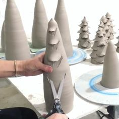 """Mi piace"": 804, commenti: 15 - Pottery Videos: Ceramic School (@the.ceramic.school) su Instagram: ""How to make a Christmas tree ❤ ••• Follow @mollysanyourceramics for more!"""