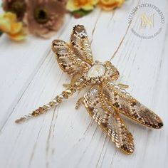 Beaded Brooch, Beaded Jewelry, Beaded Dragonfly, Brooches Handmade, Embroidery Techniques, Cute Crochet, Handmade Decorations, Mosaic Art, Beautiful Dolls