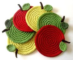 Traditional crochet crafts with a twist of modern - by Mari Martin. Crochet Food, Crochet Kitchen, Crochet Crafts, Crochet Yarn, Crochet Flowers, Crochet Projects, Stitch Crochet, Crochet Potholder Patterns, Crochet Placemats