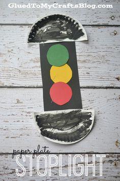 Paper Plate Stoplight - Kid Craft - Glued To My Crafts Paper Plate Art, Paper Plate Crafts For Kids, Paper Plates, Paper Crafting, Daycare Crafts, Toddler Crafts, Safety Crafts, Transportation Crafts, Stop Light
