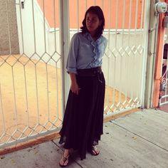 Coffee Break: Coffee Break Black Skirt Inspiration with Denim and sandals