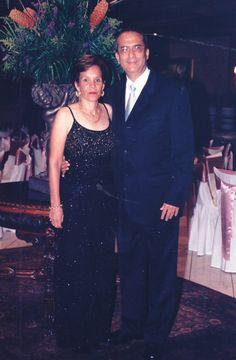 Lolo y Marisol, posando en la fiesta de 15 años de su hija Ana Lucía Morales Callejas.