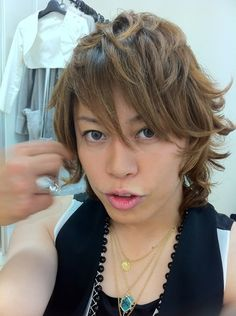 Takanori Nishikawa aka T.M.Revolution, saw him perform Heart of Sword live, duh! He can sing live!