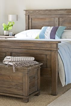 Elle Brass Frame Reclaimed Wood Queen Platform Bed | Platform beds ...