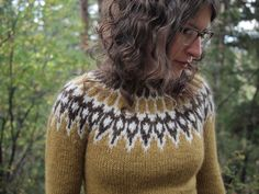 Knitting: Jaime's Icelandic Lopi Sweater…I will learn how to knit sweaters… – 2019 - Knit Diy Fair Isle Knitting Patterns, Knit Patterns, Knitting Ideas, Knitting Yarn, Hand Knitting, Pull Sweat, Icelandic Sweaters, Nordic Sweater, How To Purl Knit
