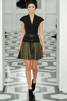 Victoria Beckham Fall 2011 Ready-to-Wear Fashion Show - Bregje Heinen