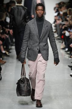 See the complete Oliver Spencer Fall 2017 Menswear collection.