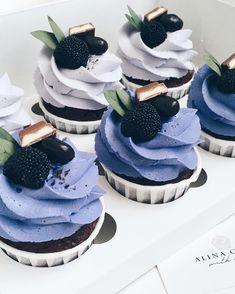 This image may contain: des … - Cake Decorating Cupcake Ideen Cupcake Recipes, Cupcake Cakes, Dessert Recipes, Pretty Cakes, Cute Cakes, Fancy Cupcakes, Cute Desserts, Cake Designs, Amazing Cakes