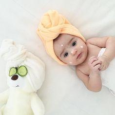 Pin by Ayat Dawood on Baby photoshoot Newborn Photography Poses, Newborn Baby Photography, Urban Photography, Baby Spa, Baby Boy Newborn, Baby Girl Pictures, Newborn Pictures, Monthly Baby Photos, Cute Baby Wallpaper