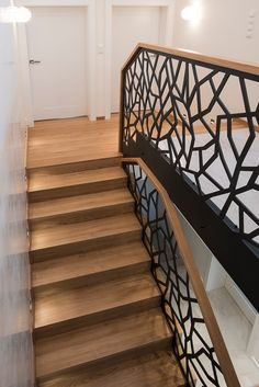 Schody dywanowe na beton P212-04 Iron Staircase, Wrought Iron Stairs, Staircase Railings, Stairways, Home Stairs Design, House Design, Stair Lighting, House Stairs, Other Rooms