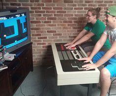 La table basse-manette de Nes vraiment fonctionnelle - 25 idées cadeaux pour rendre un geek heureux !