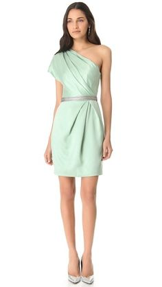 Mint-colored dresses for the bridesmaids