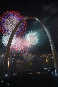 Gateway Arch, St. Louis Missouri I wanna see this on the 4th of July!