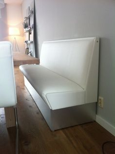 Witte eetbank helemaal op maat voor jouw huis! Onze collectie Retro-Fifties meubelen is uitgebreid met meubelen naar wens. Kom eens kijken en je mogelijkheden bespreken.