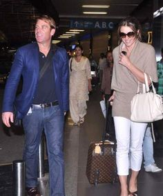 Liz Hurley and Shane Warne, Mumbai airport