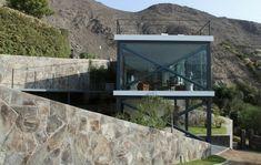 House on a Hill with a Relaxing Rooftop Terrace: Casa Mirador by arquitectos - Design Milk House On A Hill, House 2, Cookie Cutter House, Rooftop Terrace, Architect Design, Modern House Design, Curb Appeal, Facade, House Styles