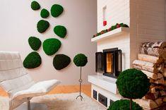 mousse végétale en déco intérieure, fauteuil design en cuir blanc neige et tapis shaggy assorti