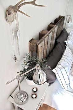 Pallet DIY : Pallet headboard in wood pallets 2 diy with Pallets headboard Bed Home Bedroom, Bedroom Decor, Bedroom Ideas, Modern Bedroom, Bedroom Designs, Dream Bedroom, Budget Bedroom, Master Bedrooms, Wall Decor