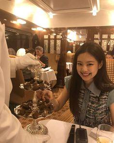 `♧° Blackpink Jennie Jennie Kim on We Heart It Kim Jennie, Yg Entertainment, South Korean Girls, Korean Girl Groups, Chanel News, Blackpink And Bts, Perfume Collection, Blackpink Fashion, Fasion