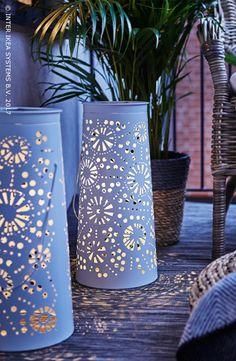 De lente is in zicht ... Gezellig onderuitzakken en heerlijk ontspannen, je balkon is dé plek bij uitstek. Ga 's avonds voor een leuke sfeer met enkele lantaarns op zonne-energie en maak het extra gezellig met theelichtjes. Ontdek onze ideeën om een sfeervolle oase van rust in openlucht te creëren. SOLVINDEN Staande led-lamp op zonnecellen, 24,99/st. #IKEABE #IKEAidee  Spring is coming … Want to kick your feet up and chill? Your balcony is the perfect place to do so! Discover our ideas…