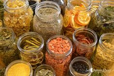 Dehydrating food is an easy, safe and quick way to build up a food storage. I believe in dehydrating so strongly I'm teaching a dehydrating class! Making Jerky, Healthy Snacks, Healthy Recipes, Fun Recipes, Healthy Habits, Probiotic Foods, Tea Time Snacks, Dehydrated Food, Recipes