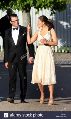 Swedish Crown Princess Victoria and her boyfriend Daniel Westling arrive at the Orangerie at Fredensborg castle for the celebration of Danish Crown Prince Frederik's 40th birthday in Fredenborg, Denmark, 31 May 2008. Photo: Albert Nieboer (NETHERLANDS OUT) Stock Photo
