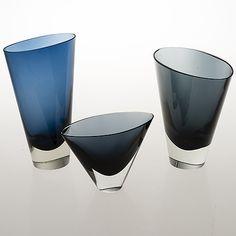 KAJ FRANCK - Glass vases 'KF 234' for Nuutajärvi Notsjö 1955/1961, Finland. [h. 10 - 20 cm] Glass Design, Design Art, Art Of Glass, Grey Glass, Bukowski, Light Fittings, Unique Furniture, Malta, Modern Contemporary
