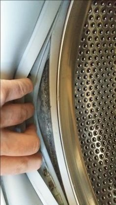 Do your clothes smell when youve just washed them? THIS is why and how you can fix it! This is what youre doing wrong with your washing machine!Doing laundry is a chore most Car Cleaning, Diy Cleaning Products, Cleaning Solutions, Cleaning Hacks, Diy Hacks, Smelly Clothes, Washing Clothes, Diy Cleaners, Clean House